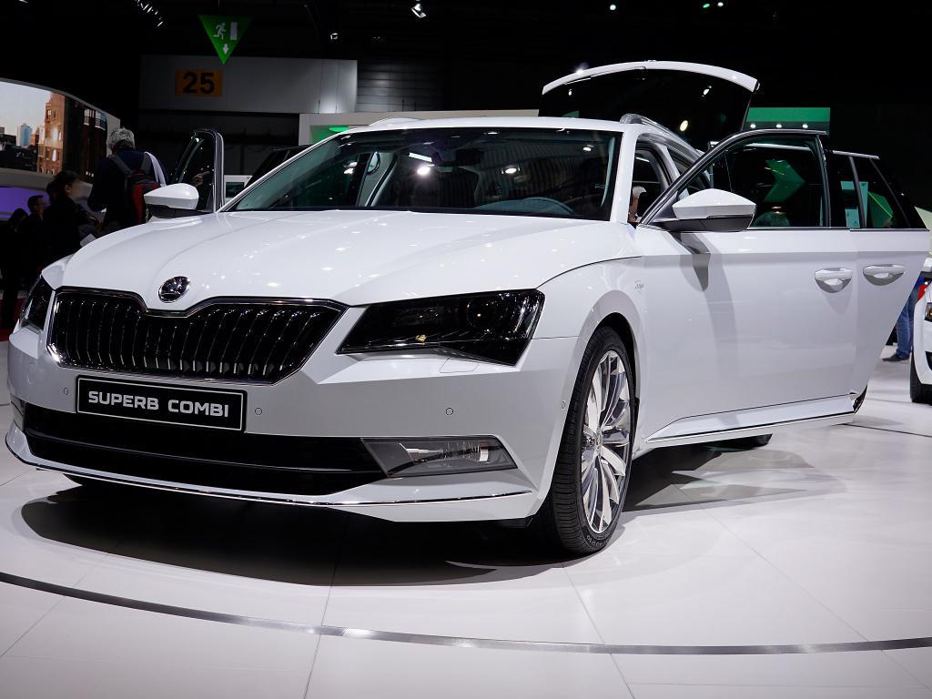 Skoda Superb Combi Neuwagen mit Gewerberabatt günstig kaufen